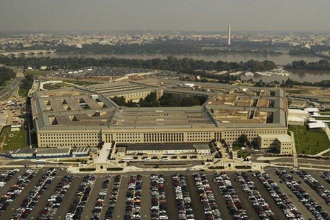 Экс-глава Пентагона рассказал о вторжении «зеленых человечков»
