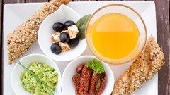 Ученые рассказали об опасности фруктового сока на голодный желудок
