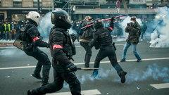 Макрон из-за массовых протестов пообещал переписать закон о расширении полномочий полиции