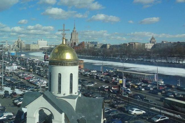 Москвичей из-за снегопада попросили пересесть на городской транспорт