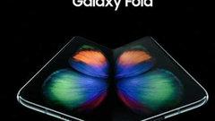 Samsung показала первый вмире гибкий смартфон
