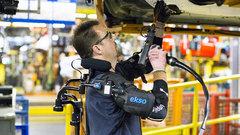 Ford тестирует на конвейере экзоскелеты