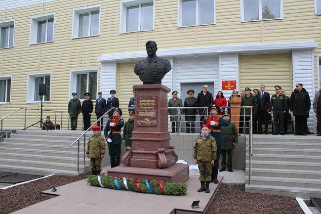 Бюст генерала армии Варенникова в Алакурте