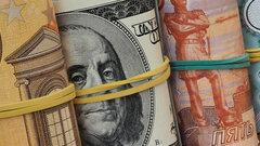 Аналитики рассказали, какие факторы давят на рубль