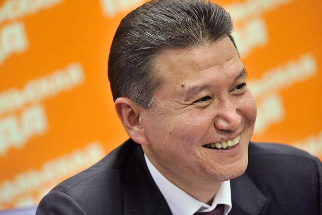 ФИДЕ: UBS планирует закрыть счета из-за санкций против Илюмжинова