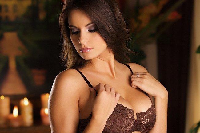 Упругая грудь женщин