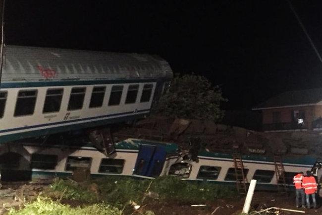 Поезд влетел вгрузовик вИталии, есть жертвы