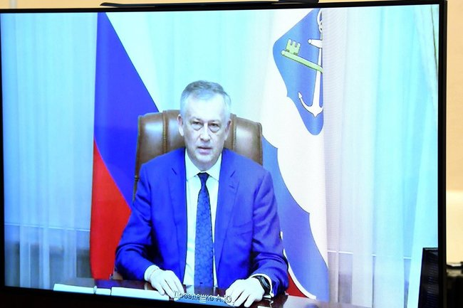 Губернатор Ленинградской области Александр Дрозденко на экране в кабинете президента России Владимира Путина.