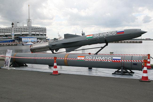 Индия впервый раз запустила крылатую ракету «БраМос» сборта Су-30