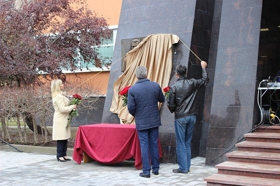 В Туле открыли мемориальную доску Станиславу Аверину
