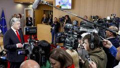 Порошенко попросили ускориться: G7 обеспокоена вялым транзитом власти в Киеве