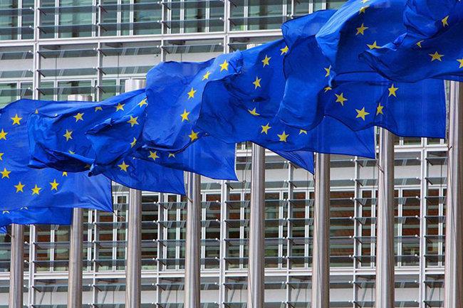 Еврокомиссар Хан раскритиковал отказ Рады отменить е-декларирование для антикоррупционеров