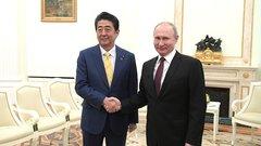 В срыве переговоров по Курилам виноваты США – Абэ