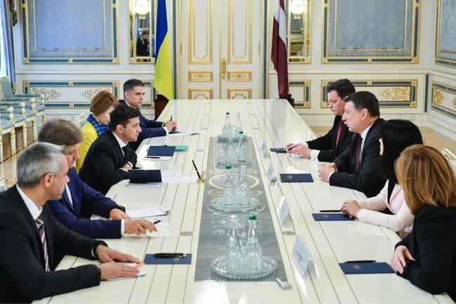 Владимир Зеленский обсудил с представителями США реформы.