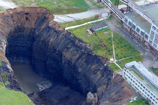 Один из провалов грунта в Березняках