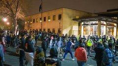 Расовый раскол в США снова вылился на улицы