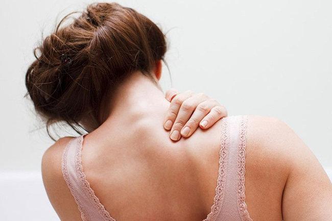 Боль под лопаткой слева сзади со спины