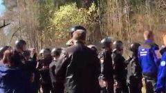 Жители Подмосковья заблокировали трассу ради спасения леса отмусора