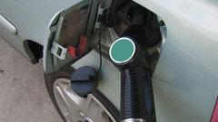 Штрафы за недолив топлива привяжут к выручке АЗС – Мантуров