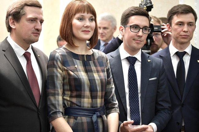 Анастасия Мингачева (в центре)