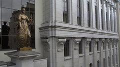 ВСпояснил прецедент, допускающий изъятие удолжника единственного жилья