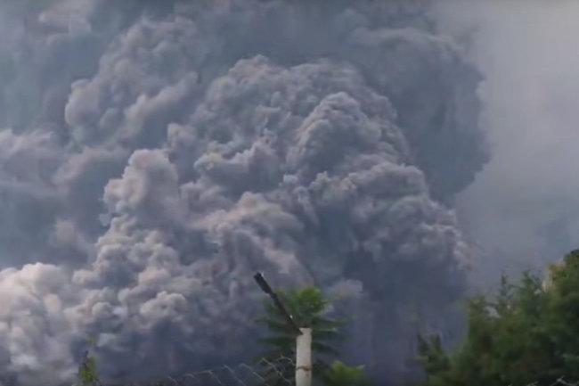 Извержение вулкана Фуэго в Гватемале завершается