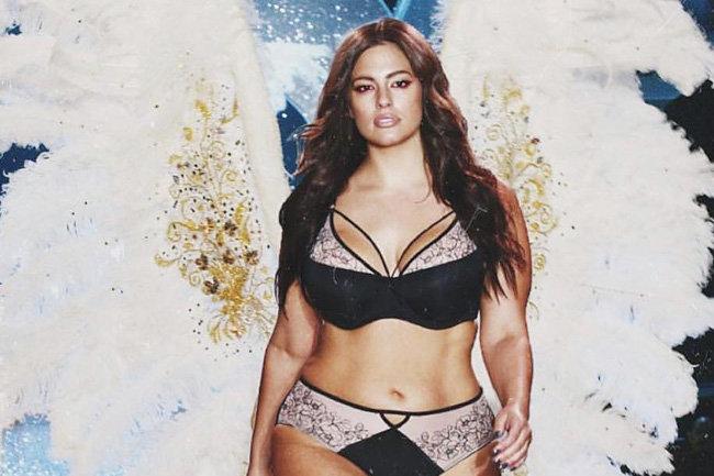 9818056149254 Пышнотелая модель примерила крылья «ангелов» Victoria's Secret