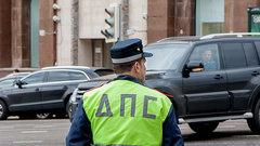 Два человека пострадали при наезде автомобиля наостановку вМоскве