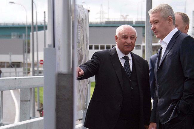Сергей Собянин (справа)