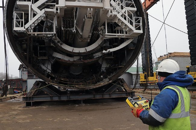 """Процесс отладки тоннелепроходческого щита """"Виктория"""" специалистом компании Руслана Байсарова"""