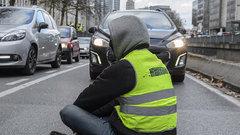 «Ничто не выдавало русского разведчика»: Украина разглядела в протестах во Франции след России