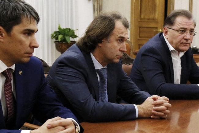 Сергей Лисовский (в центре)