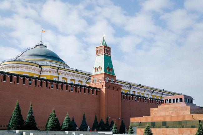 Песков назвал антироссийские санкции нелегальными