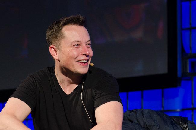 Акции Tesla рухнули после шуток Илона Маска о банкротстве