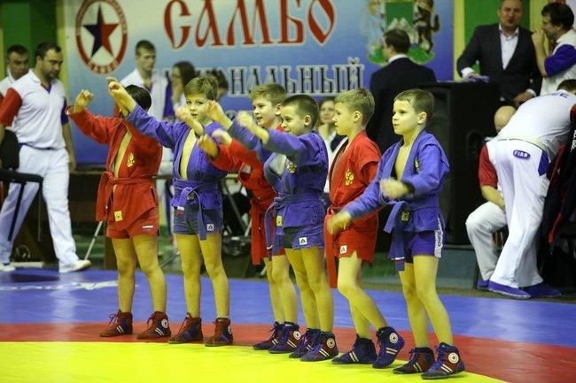 В Кургане провели всероссийский турнир по самбо