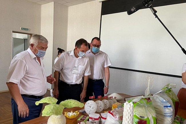 Губернатор Краснодарского края в ходе рабочей поездки в Успенский район побывал на одном из перерабатывающих заводов, где производят сахар.