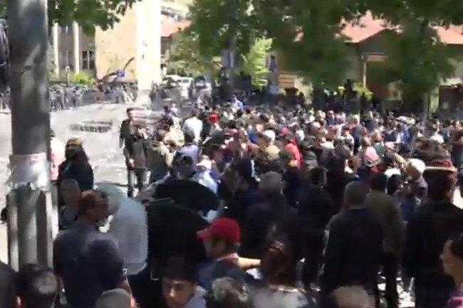 Число задержанных наакции вЕреване превысило 40 человек