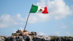 Мексика становится жертвой политической борьбы в США