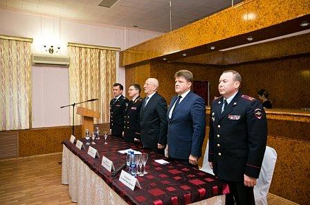 Юрий Берг встретился с родными погибших полицейских