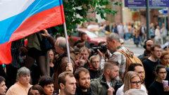 «Нас бьют, амытерпим»: вМоскве прошла акция вподдержку оппозиционеров