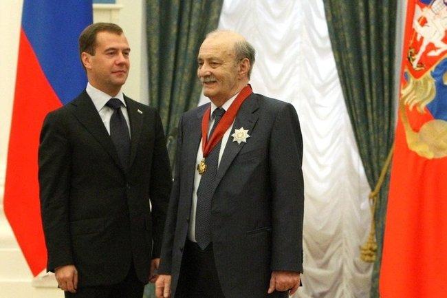 Дмитрий Медведев и Георгий Данелия (справа)