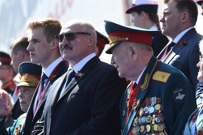 Александр Лукашенко с сыном.
