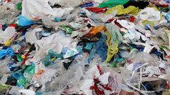 Почему бы просто не запретить? Эксперты оценили инициативу отказаться от пластиковых пакетов