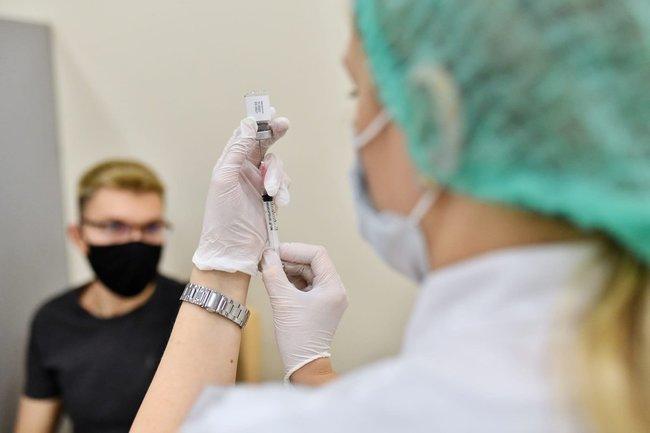 вакцина вакцинация прививка коронавирус ковид