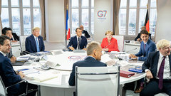 Лидеры G7 приехали на саммит во Францию, чтобы хорошо поскандалить друг с другом