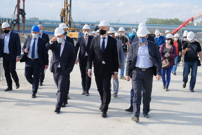 Губернатор Новосибирской области проинспектировал ход строительства новой ледовой арены