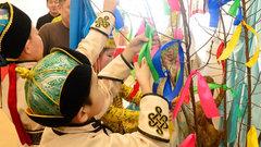 В школах и детсадах Кызыла организовали флешмоб ношения национального костюма