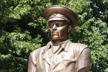 Памятник Герою СССР, генералу армии Василию Маргелову