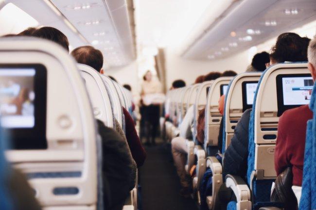 сон на борту самолета