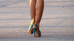 Как визуально удлинить ноги с помощью одежды и обуви: 6 лайфхаков